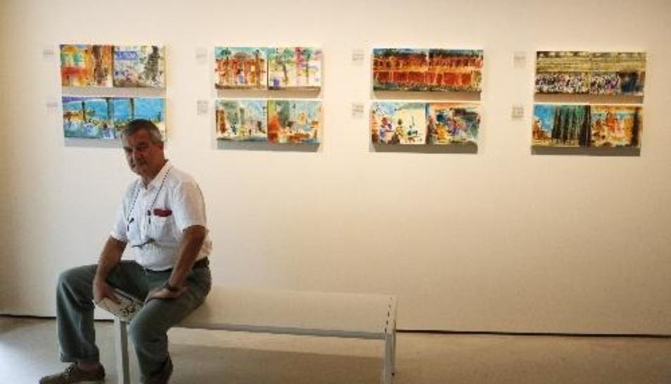 Perico Pastor, ahir, davant d'obres exposades a Barcelona.