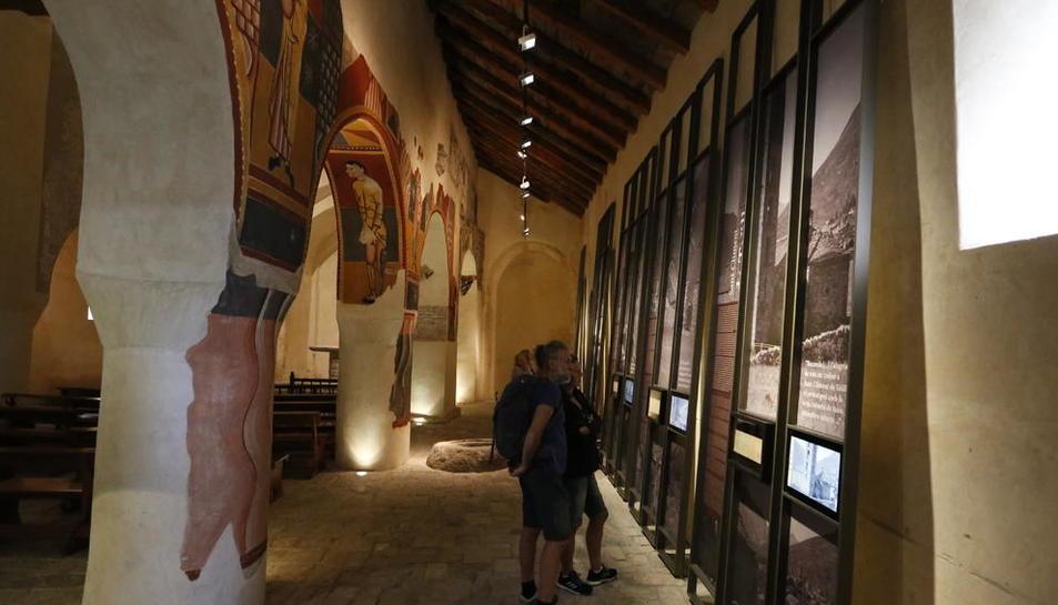 La iglesia de Sant Joan de Boí estrenó ayer una exposición sobre la expedición de Puig i Cadafalch en 1907, con fotografías y audiovisuales.