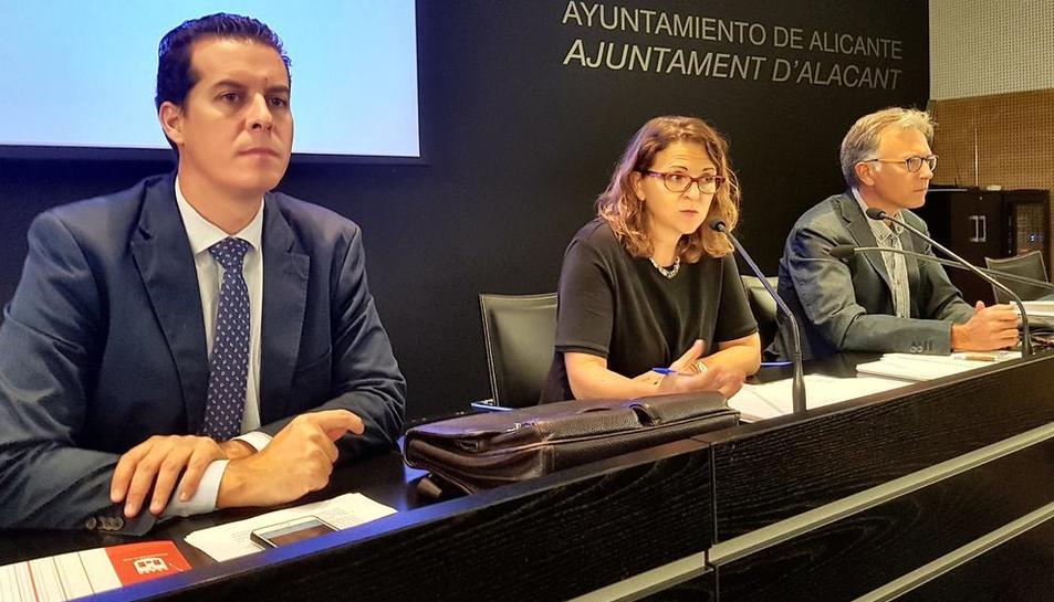 La consellera d'Agricultura, Elena Cebrián, ahir explicant la detecció del nou cas.
