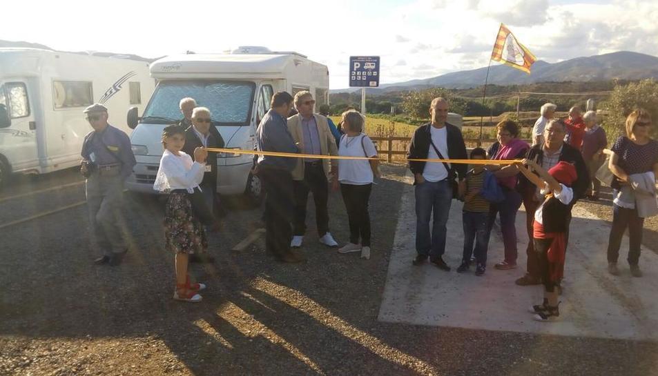 Momento de la inauguración del parking de las autocaravanas en Artesa de Segre.