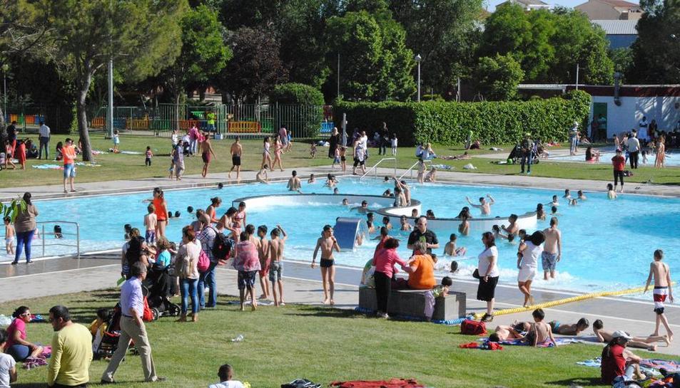 Imagen de las piscinas municipales al aire libre de Mollerussa.