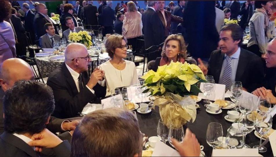 La ministra Tejerina va presidir el sopar i l'entrega dels premis Porc d'Or a Segòvia.