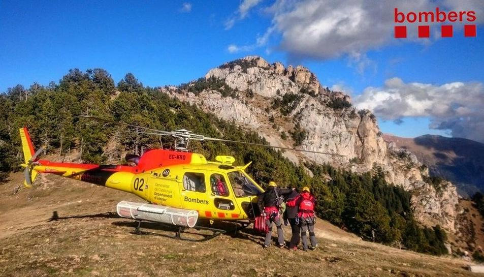 Imagen tomada ayer del rescate de montaña de los bomberos en la Cerdanya.