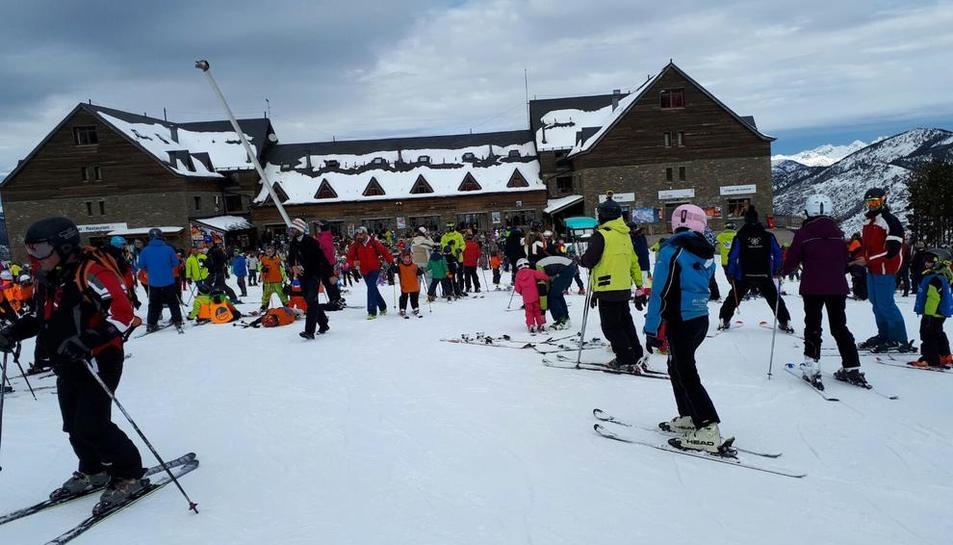 L'estació de Port Ainé va rebre ahir més de 2.000 esquiadors.