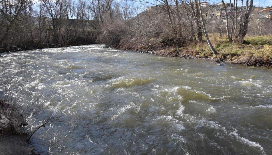 El riu Valira a la Seu d'Urgell, que va aportar un cabal poc habitual per aquestes dates de 28 m/s.