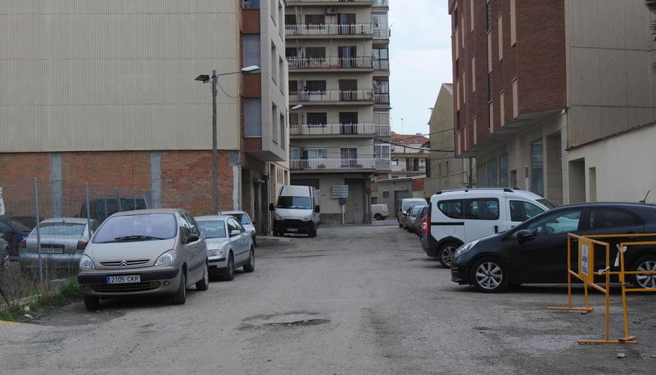 La travessia i, al fons, el carrer Domènec Cardenal, l'única sortida.