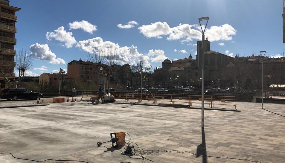 La plaça de l'edifici Àries, que es reobrirà avui.