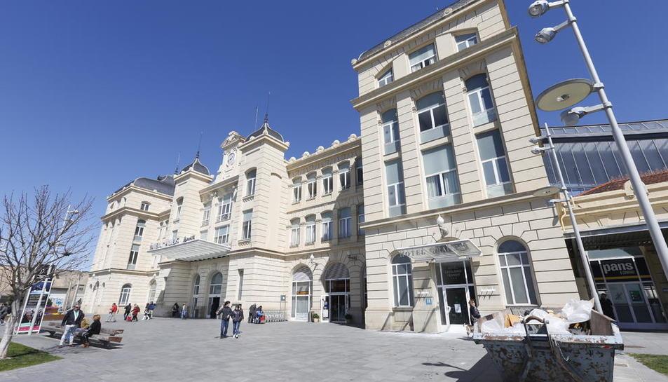L'interior de l'hotel de l'estació ja està en obres i obrirà abans de l'estiu.