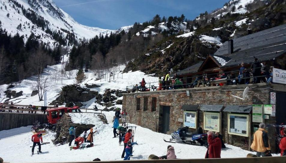 L'estació d'esquí de Boí Taüll va registrar ahir una gran afluència de visitants.