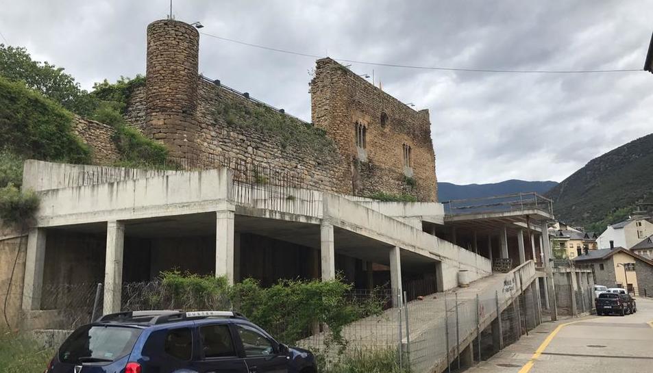 Imatge de l'estructura de l'edifici de la futura bibioteca de Sort, que finalment es podrà acabar.
