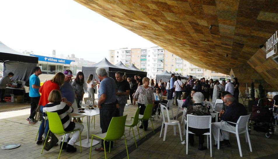 Público en la sombra ayer en el segundo día del festival.