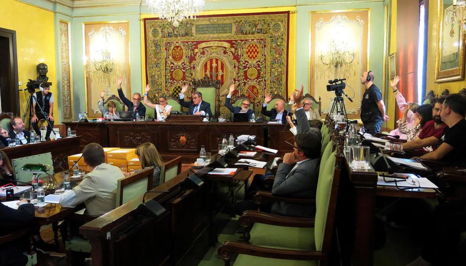 El momento en el que PSC, Cs, PP y Salmeron votaron a favor del nuevo POUM.