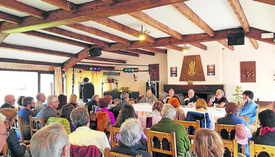 Un dels debats literaris a l'Hostería Catalana de Bossòst.