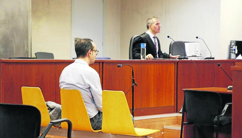 L'acusat, ahir, durant la celebració del judici a l'Audiència de Lleida.