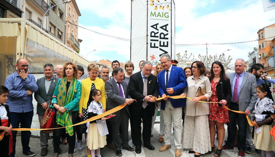 Al centre, Jusèp Boya, director de Patrimoni Cultural, i l'alcalde, Joan Ubach, en la inauguració.