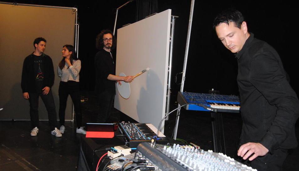 Marc Marzenit y Albert Barqué llevaron a cabo ayer un ensayo de su espectáculo en L'Amistat.