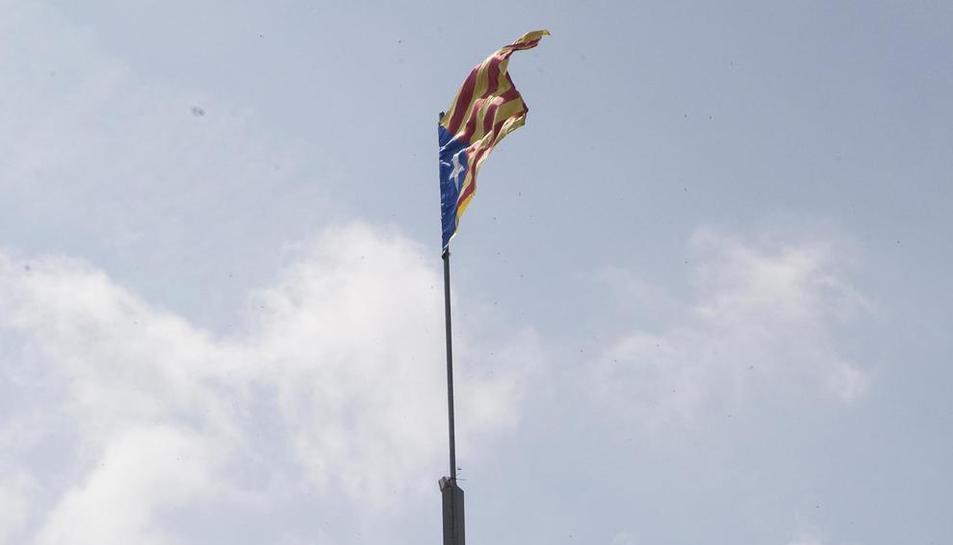 Anglesola restituye la estelada del Telégrafo, robada en 15 ocasiones desde 2012
