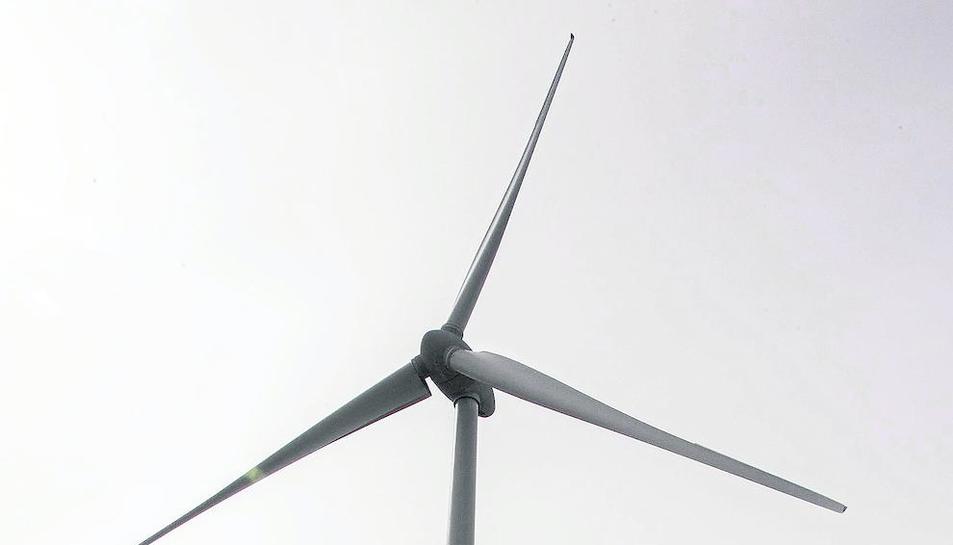 Imagen del molino eólico comunitario de Pujalt.