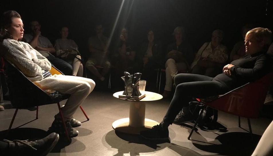 Un moment de la representació d''El premi', de Cametes Teatre.