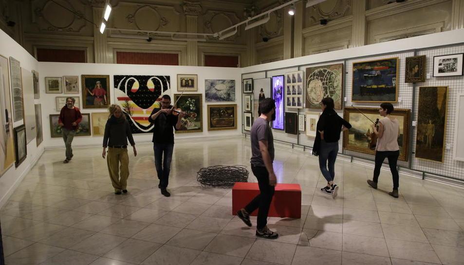 Un moment dels assajos d''Inventarisc' que van tenir lloc ahir al Museu Morera de Lleida.