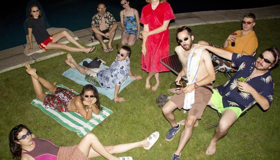 Imatge promocional a FiraTàrrega 2017 d'Íntims Produccions i la nova obra 'Pool (No Water)'.