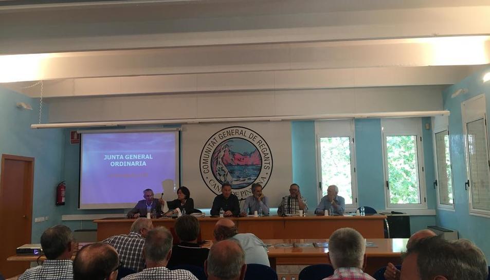 L'assemblea de regants de Pinyana es va celebrar ahir a la casa canal, a Lleida.