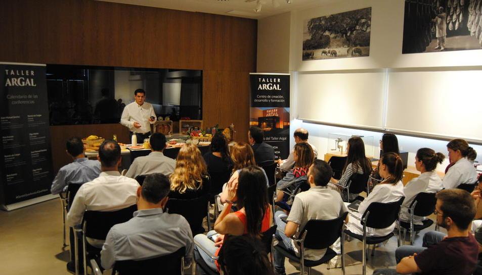 Juan Manuel Sánchez, durante un momento del taller que impartió ayer en Argal.