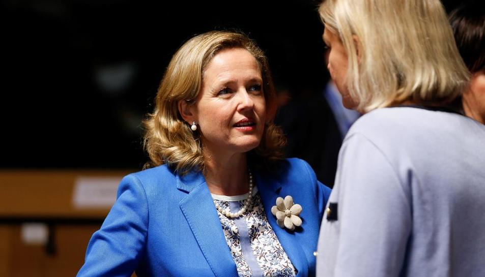 La ministra Calviño conversa amb la seua homòloga sueca.