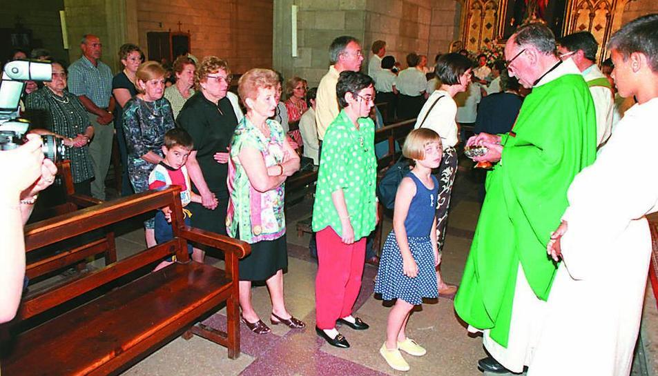 Primera misa en Fraga con el obispo de Barbastro  -  El pasado jueves, 21 de junio, se cumplieron veinte años de la primera misa en Fraga con el obispo de Barbastro, entonces Ambrosio Echevarría (en la imagen). Hacía apenas seis días que se hab ...