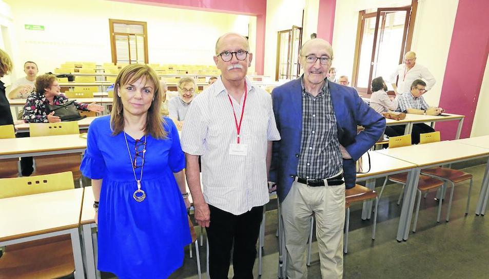 Els historiadors de l'art Carme Berlabé, Francesc Fité i Frederic Vilà, en l'homenatge. Ahir també es va presentar l'Associació d'Historiadors de la Corona d'Aragó.