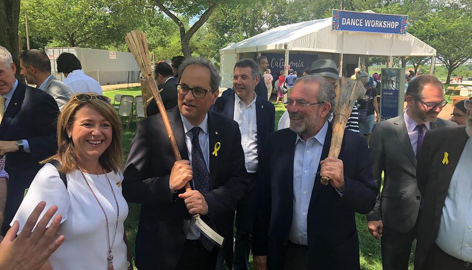 Quim Torra, ahir a l'espai de Catalunya amb el president de la Diputació, Joan Reñé, i Rosa Pujol.