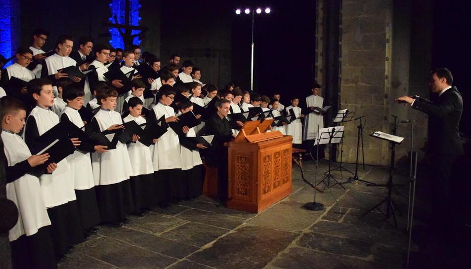 L'Escolania de Montserrat va protagonitzar ahir a la nit a la Catedral de la Seu el recital inaugural.