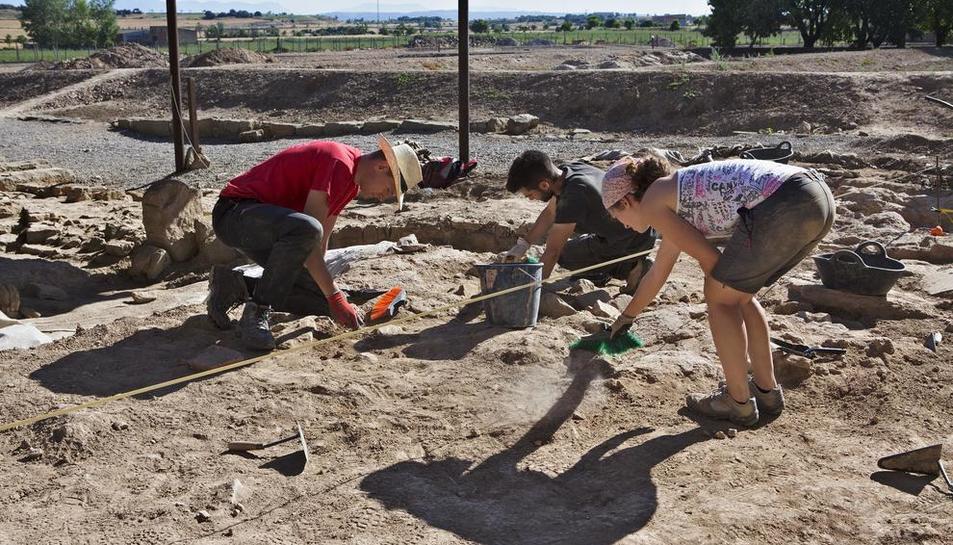 Imatge dels treballs que es duen a terme aquests dies a la zona de les termes romanes de Guissona.