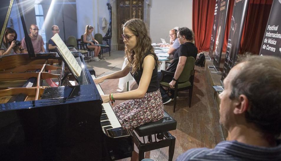 En la presentación la pianista de Guissona Gal·la Sisquella interpretó a Chopin.