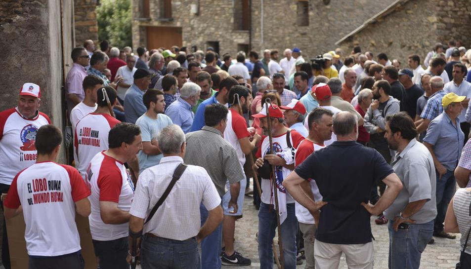 Participants en la concentració celebrada ahir a Castanesa (Ribagorça oscenca).