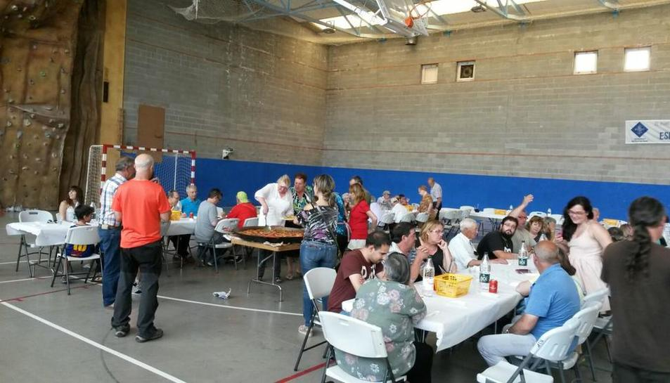 Imagen de la comida popular que se celebró ayer en El Pont.