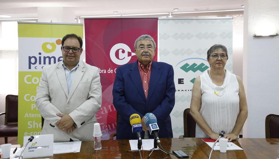 Los presidentes de Pimec (izda.), Cámara de Comercio (centro) y Fecom (dcha.).