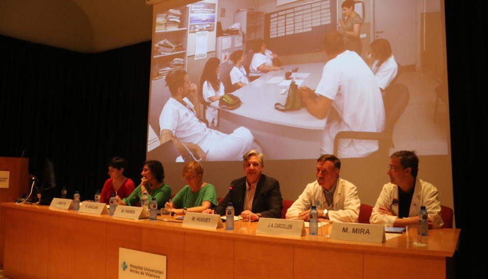 Un moment de la presentació del projecte de col·laboració entre l'hospital lleidatà i el Centre d'Art la Panera, ahir a l'Arnau.