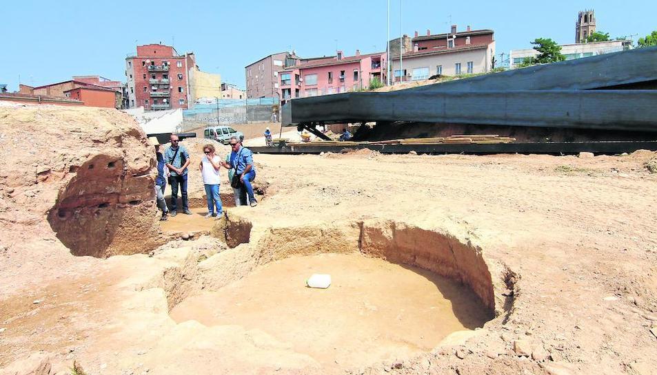 Imagen de la pasarela con restos arqueológicos en el Call.