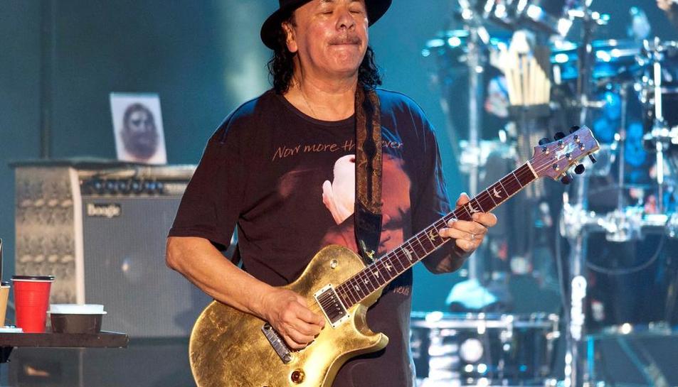 El guitarrista mexicano Carlos Santana durante su actuación en el Festival de Peralada.