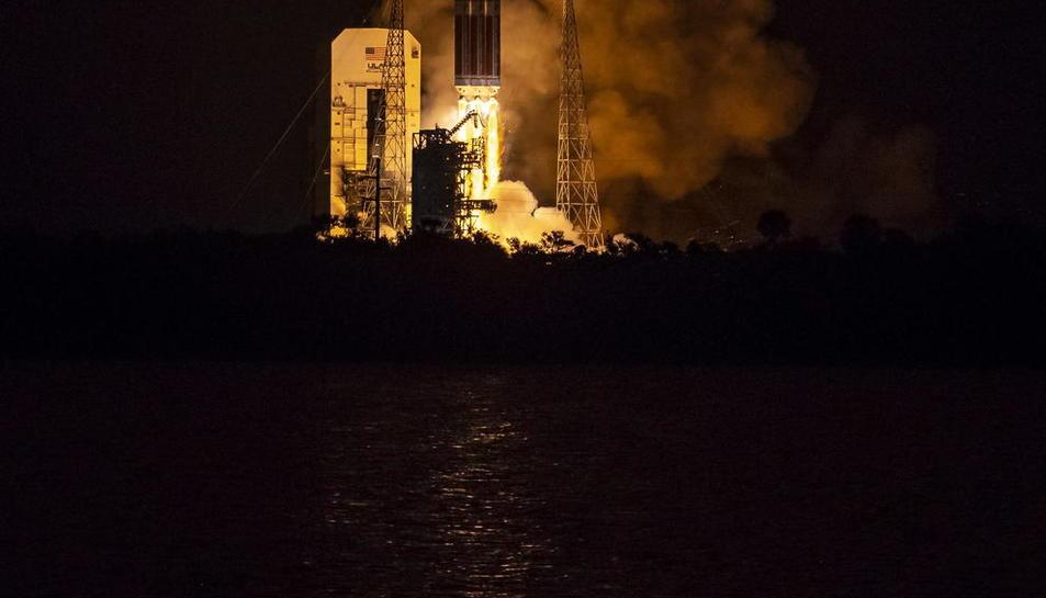 Imagen del lanzamiento de la sonda Parker.