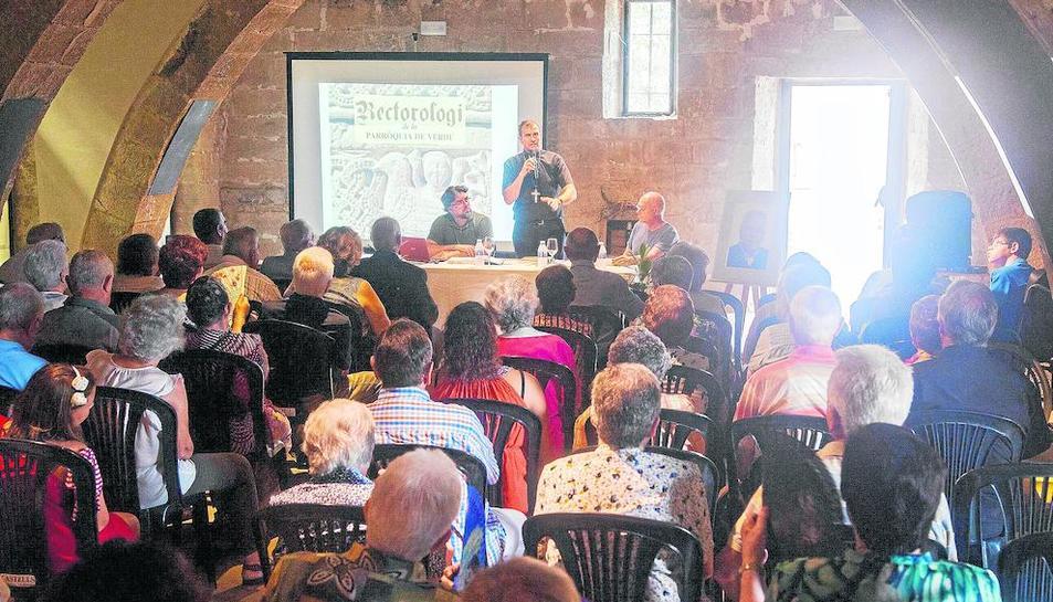El bisbe Novell va presidir la presentació del 'Rectorologi de la parròquia de Verdú'.