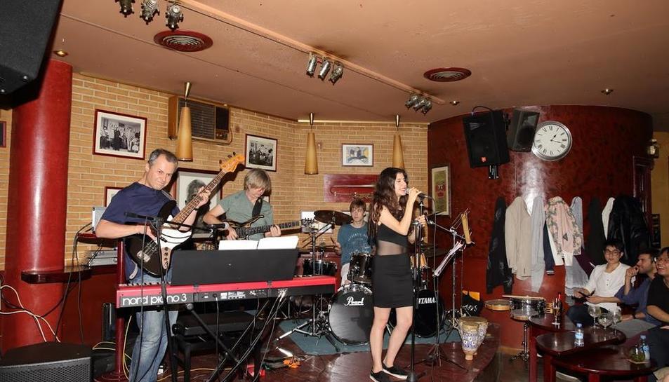 Concert de The Cardinal Puff Band, que portarà la batuta de 'The Aims Magic Rock Show'.