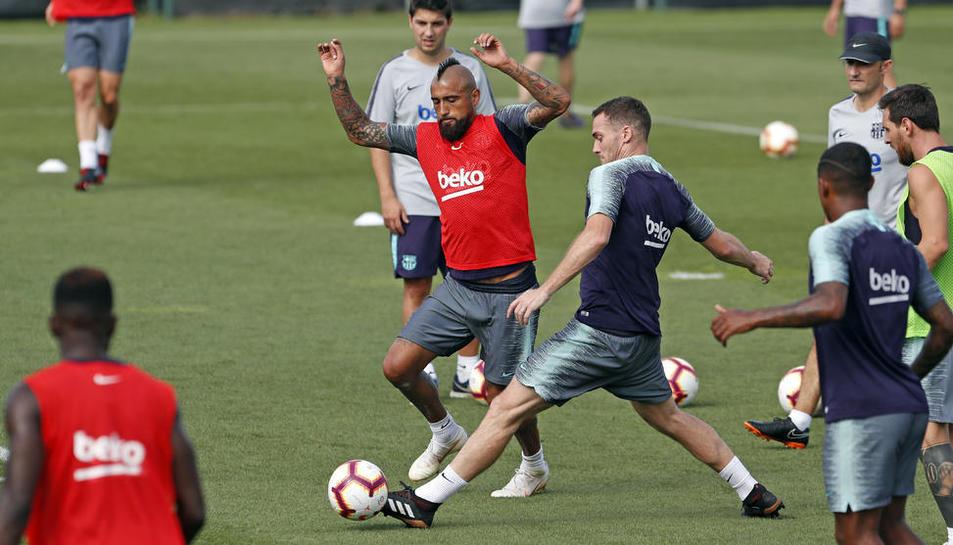 Els jugadors del Barça es van exercitar ahir per preparar el partit de demà davant de l'Alabès.