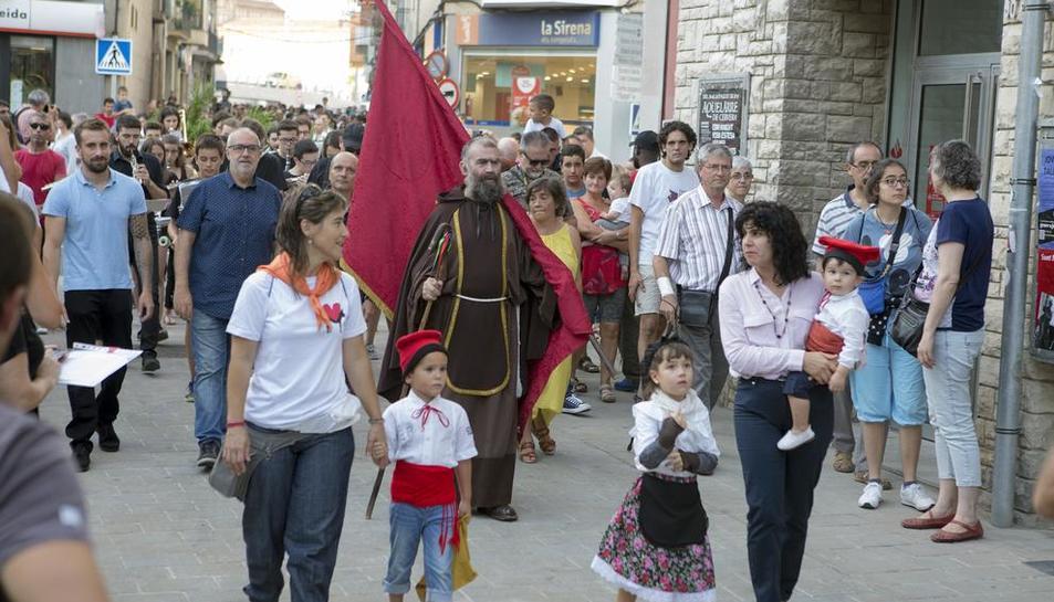 Niños preceden a Sant Magí, encarnado por Jordi Casado.