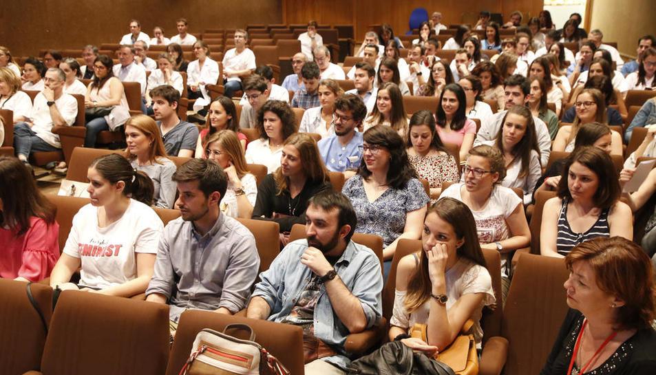"""MIR - Lleida disposa aquest any d'un total de 55 places per als Metges Interns Residents (MIR). El Col·legi de Metges de Lleida lamenta que molts d'ells optin per anar-se'n de la província """"després d'haver invertit econòmicament i hum ..."""
