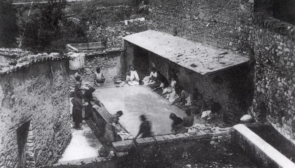 Imatge del safareig d'Isona presa fa dècades.