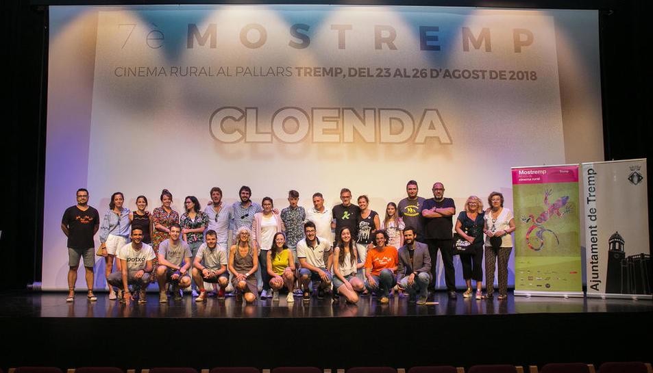 Foto final amb premiats i organitzadors, ahir a la gala de clausura del Festival Mostremp.