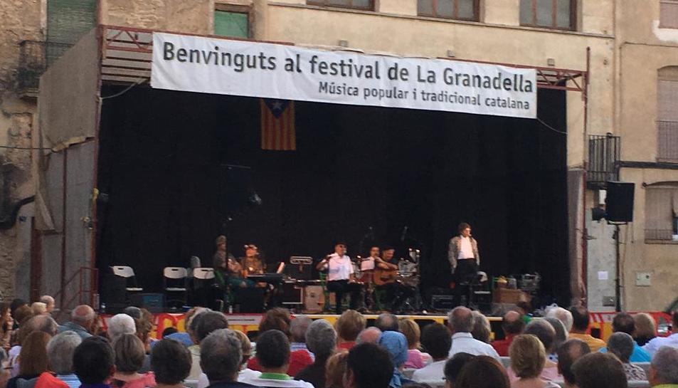 La plaça de la Vila de la Granadella es va omplir en l'últim concert.