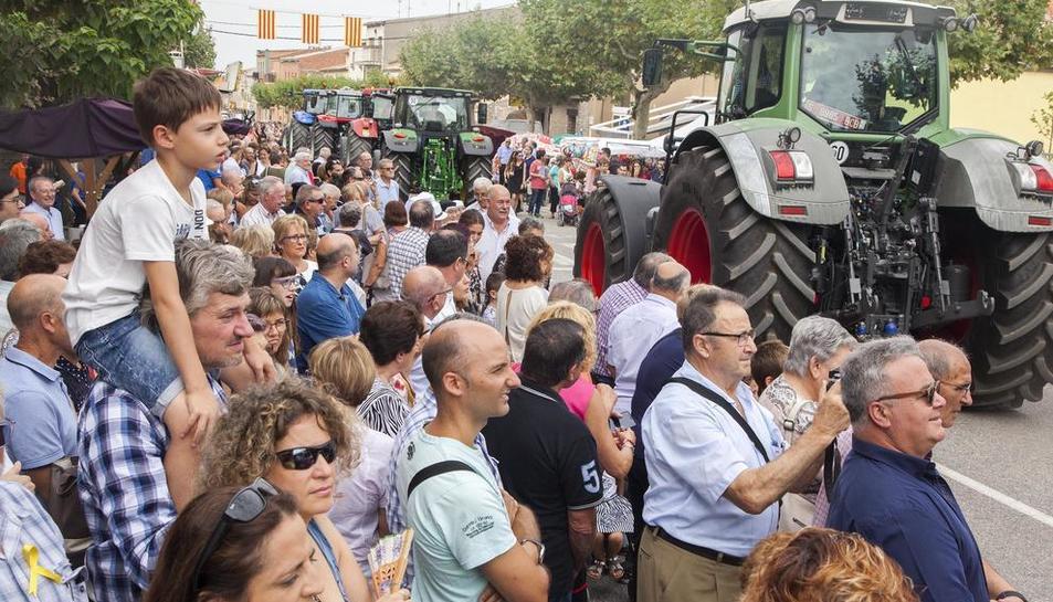 Vista del público durante los Tres Tombs, en los que participó el tractor más antiguo de la zona,  un Lanz de 1952 que condujo Josep Aldabó.